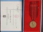 Medaile Za službu vlasti - ČSSR + etue a průkaz