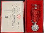 Medaile - Za zásluhy o obranu vlasti - ČSSR, punc Ag 925, výrobce Mincovna Kremnica, udělovací průkaz, etue