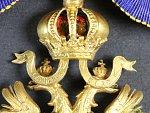 Řád železné koruny 2. třídy s válečnou dekorací, pozlacený bronz, na pendiliích značka výrobce A.E.KÖCHERT WIEN