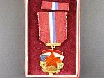 Medaile SNB v etui s udělovacím průkazem, česká verze