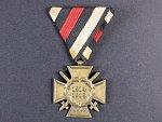 Čestný kříž 1914-1918 pro frontové bojovníky na původní trojúhelníkové stuze