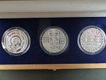Codex Gigas - sada tří stříbrných medailí 3x 1 Oz v dárkové etui, 2008, ryzost stříbra: 999/1000 Ag, průměr: 37 mm