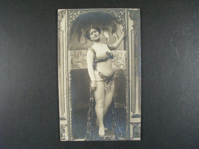 Osobnosti - jednobar. reliéfní fotopohlednice Mata Hari, nepoužitá, velmi dobrá kvalita, zajímavé