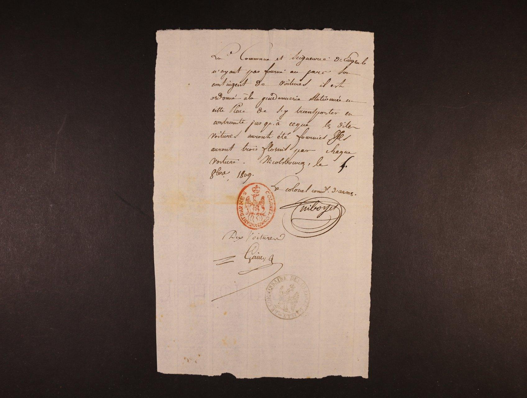 úřední vojenský dopis z tažení Napoleona na Vídeň 1809 s červeným oválným (COLONEL COMANDANT D´ ARMES) a černým kulatým raz. (LE COMMISAIRE DES ...), velmi zajímavé, vzácné