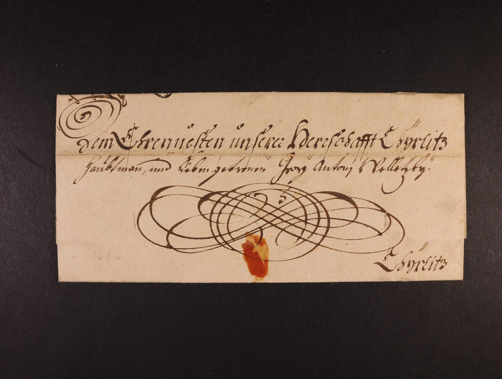 skl. dopis z r. 1686 se zdvořilostní adresou, vodorovně přes dopis registr. lom