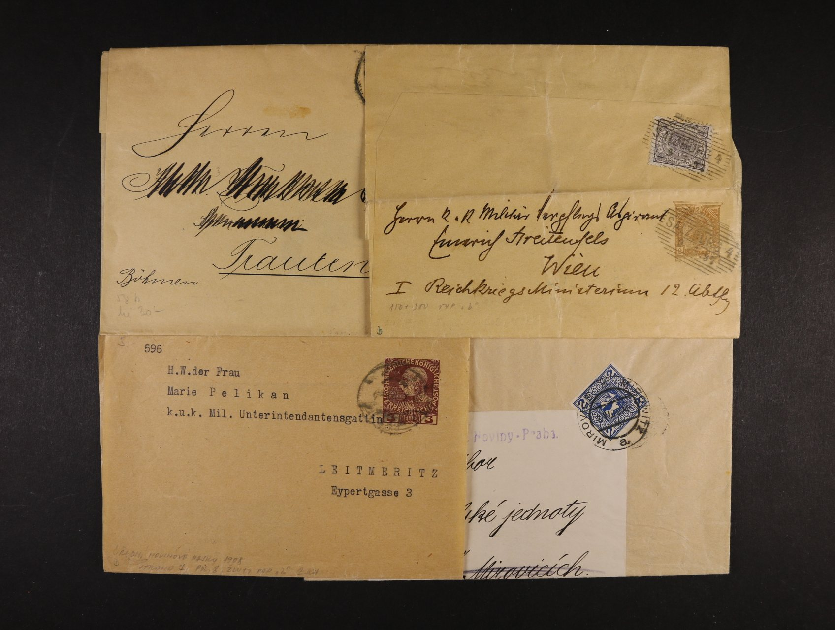 sestava 4 ks novinových rukávů z let 1897 - 1908, 3x s natištěnou zn., z toho 1x dofrank., 1x frank. zn. Mi. č. 157, zajímavé, k prohlédnutí