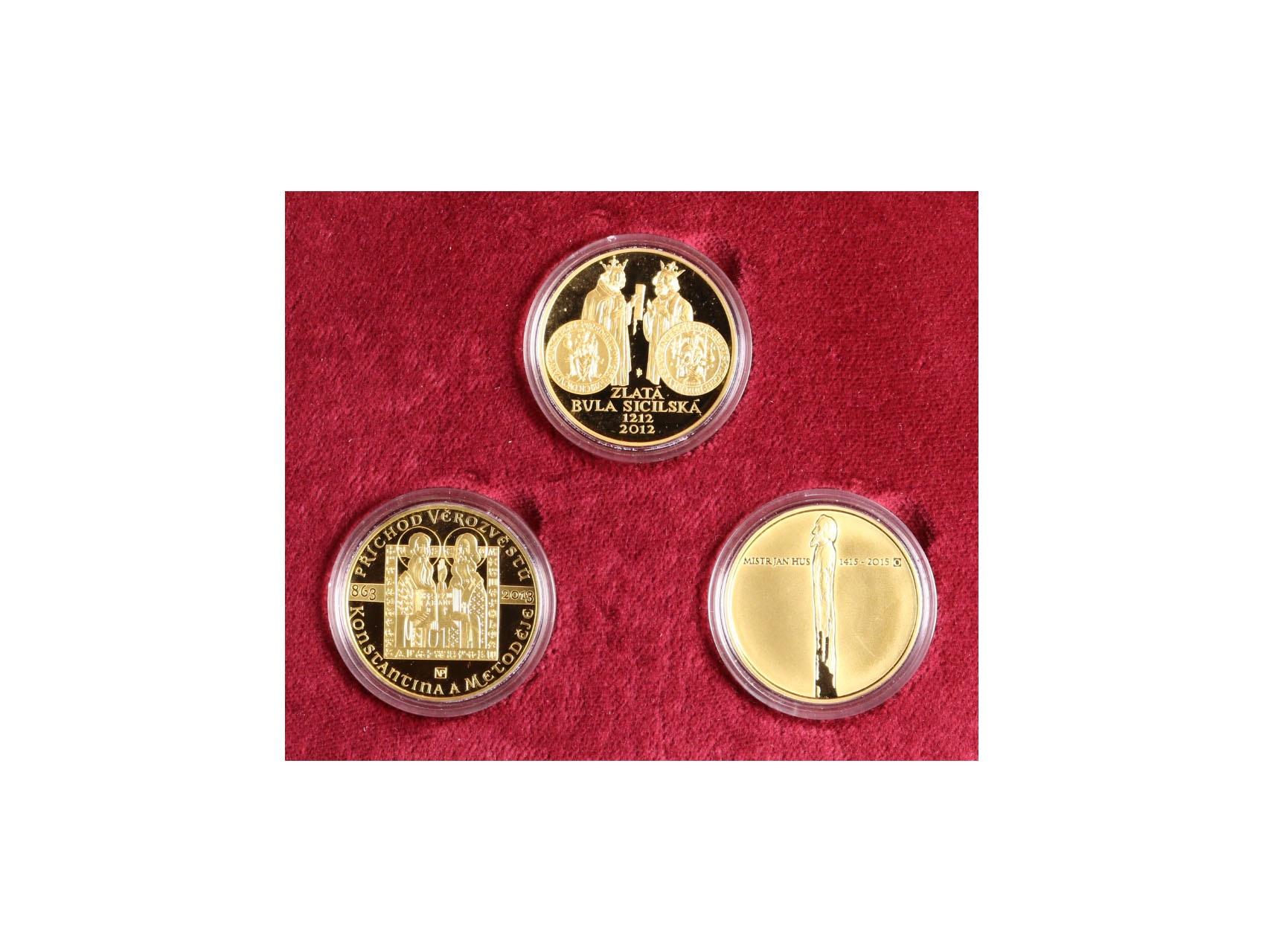Česká Republika 1993 - sada 3 ks mincí 10.000 Kč 2012 Zlatá bula sicilská, 2013 Konstantin a Metoděj, 2015 Jan Hus, 3x 31,107g, společná dřevěná etue, certifikáty, bezvadný stav, kvalita PROOF