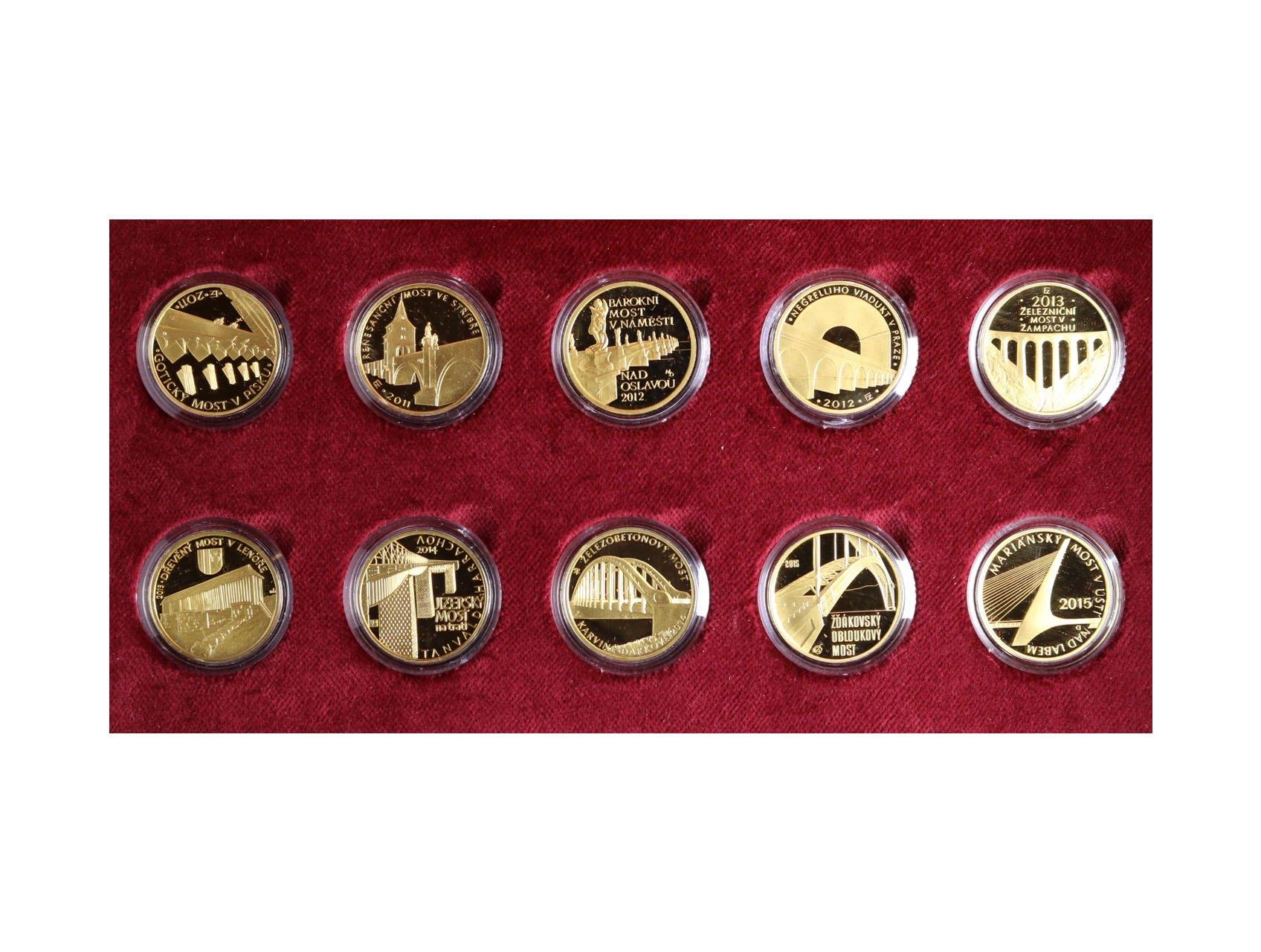 Česká Republika 1993 - kompletní sada zlatých mincí 5000 Kč 2011 - 2015 Mosty České republiky, 10ks mincí ve společné dřevěné etui, Au 999,9, 10x 15,55g, kvalita proof, certifikáty, bezvadná kvalita