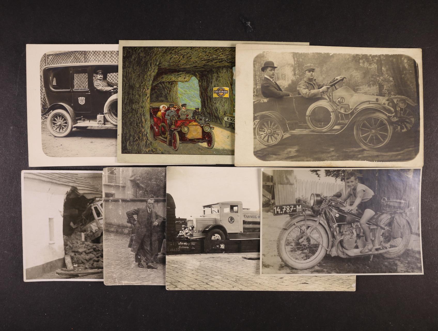 Motorismus - sestava 36 ks pohlednic, fotopohlednic i fotografí, bar. i jednobar., auta, motocykly, z let 1910 - 60, použité i nepoužité, zajímavá sestava