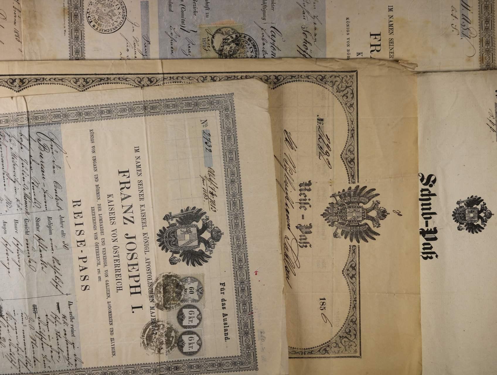 sestava 11 ks různých cestovních pasů z let 1850 - 1838 s různými kolky a signětami, zajímavé