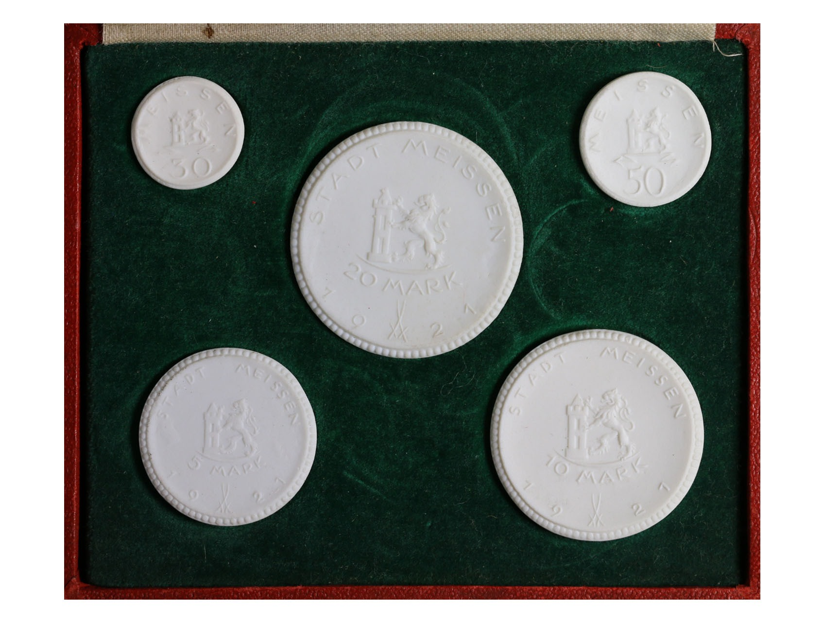 Míšeň - sada porcelánových nouzovek, 30 Pf., 50 Pf., 5 M.,10 M. a 20 M. 1921, celkem 5 ks. v původní etui
