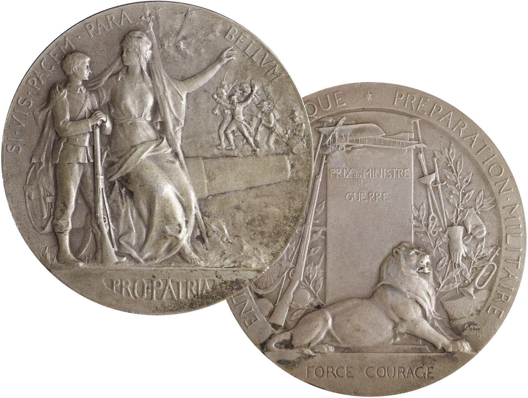 Grandhomme Paul Victor 1851-1944 - AR medaile Cena ministra války. Na děle sedící Marianne drží kolem ramen vojáka, opis / ležící lev, vojenské atributy, opis. Stříbro puncované, 50 mm, 62.7 g.
