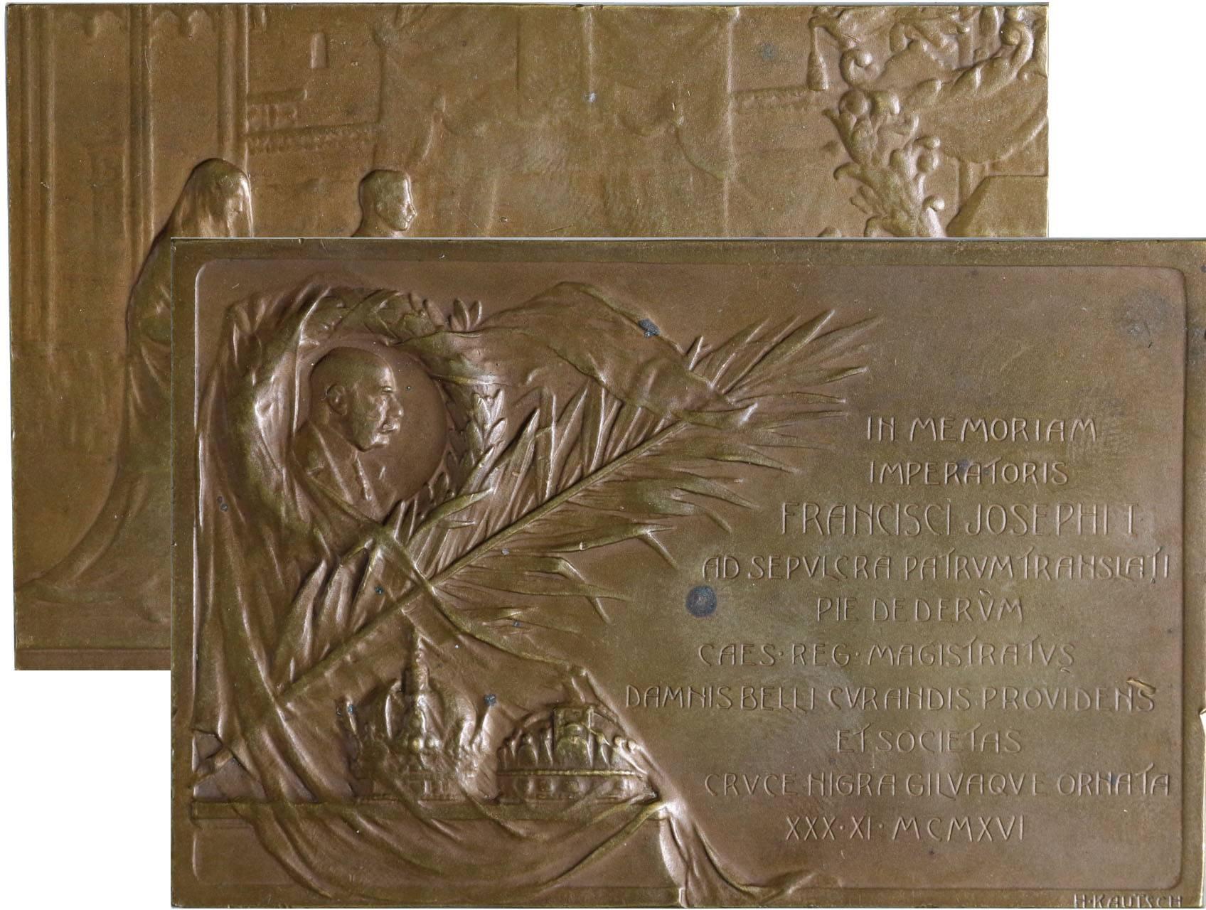 Kautsch Heinrich 1859-1943 - AE oboustranná plaketa k pohřbu Františka Josefa I. 30. 11. 1916. Pohřební kočár, za ním následník trůnu arc. Karel s rodinou / portrét F. J. I. ve věnci, atributy, text. Bronz 48 x 75 mm, hranky, rysky