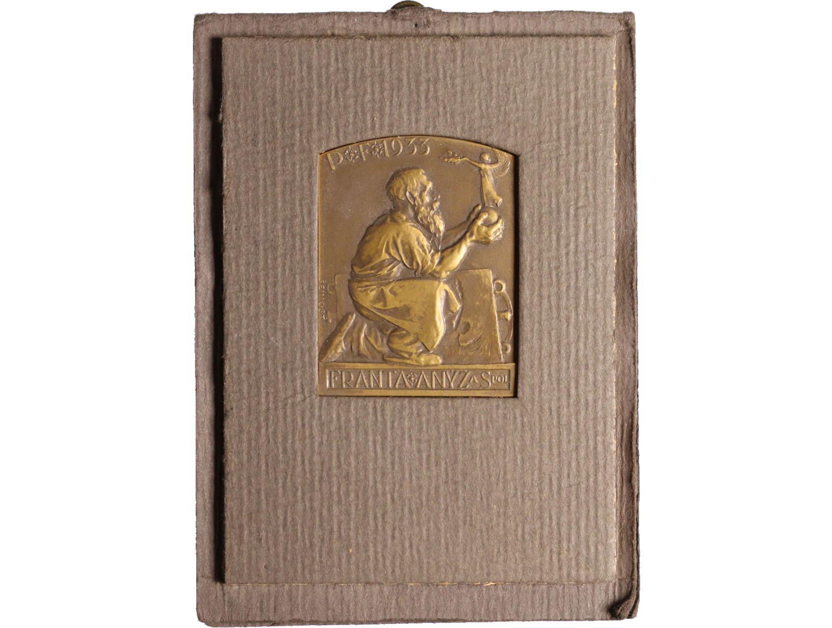 Šejnost Josef 1878-1941 - AE medaile jednostranná, Anýž František, novoročenka 1933. Sedící slévač drží sošku bohyně Niké, text. Původní obal. Bo-002a