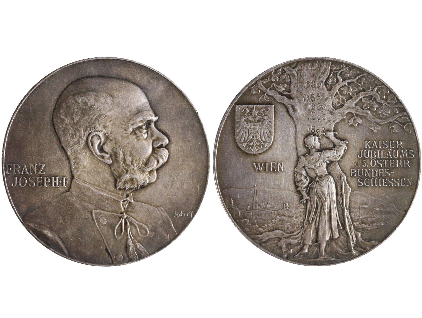 František Josef I., Ag medaile 1898, V. Rakouské spolkové střelby 1898, panoráma Vídně, žena u stromu dopisuje dataci / FJI, profil zprava sign.: SCHARFF Ag 37 mm Taul 980, patina