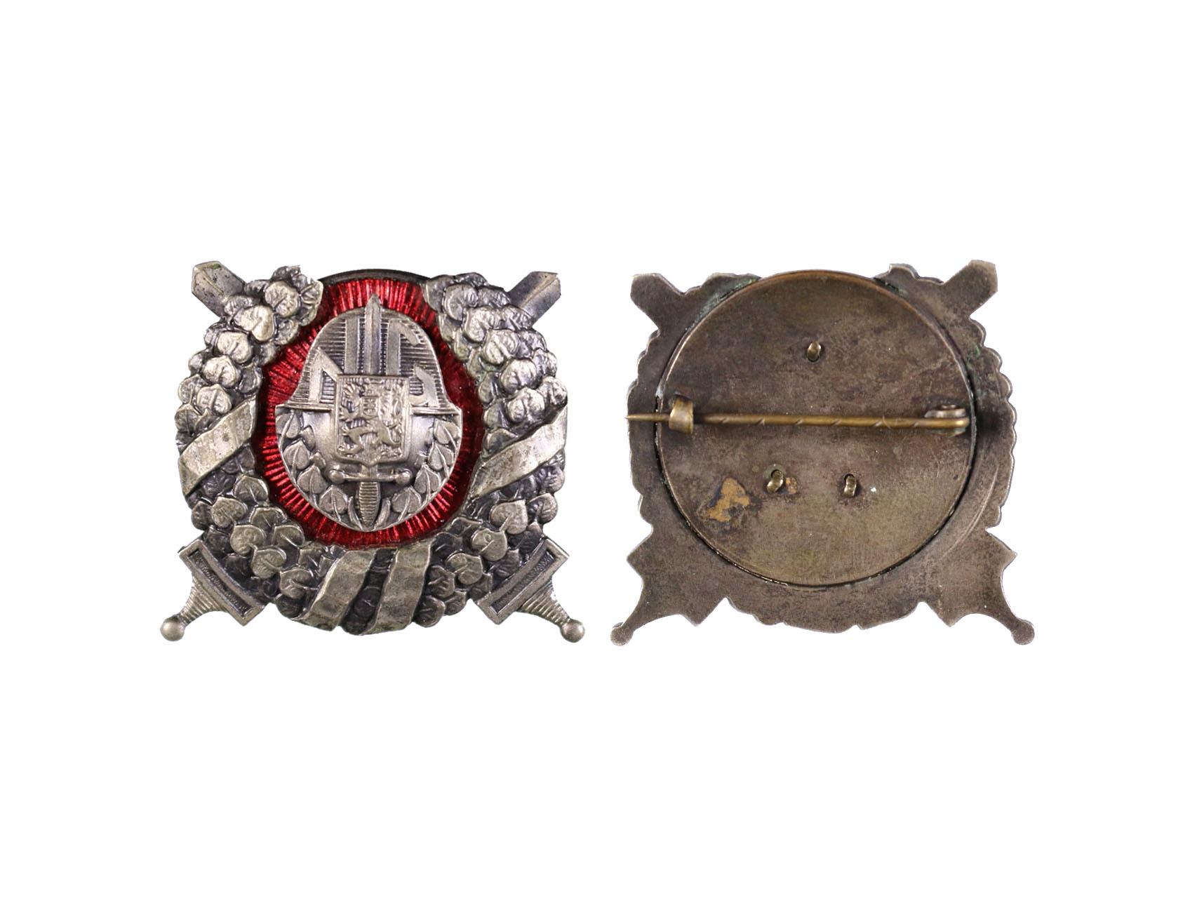 Odznak pro příslušníky historických jednotek při NG, stříbrný kov, smalt, vodorovná připínací jehlice