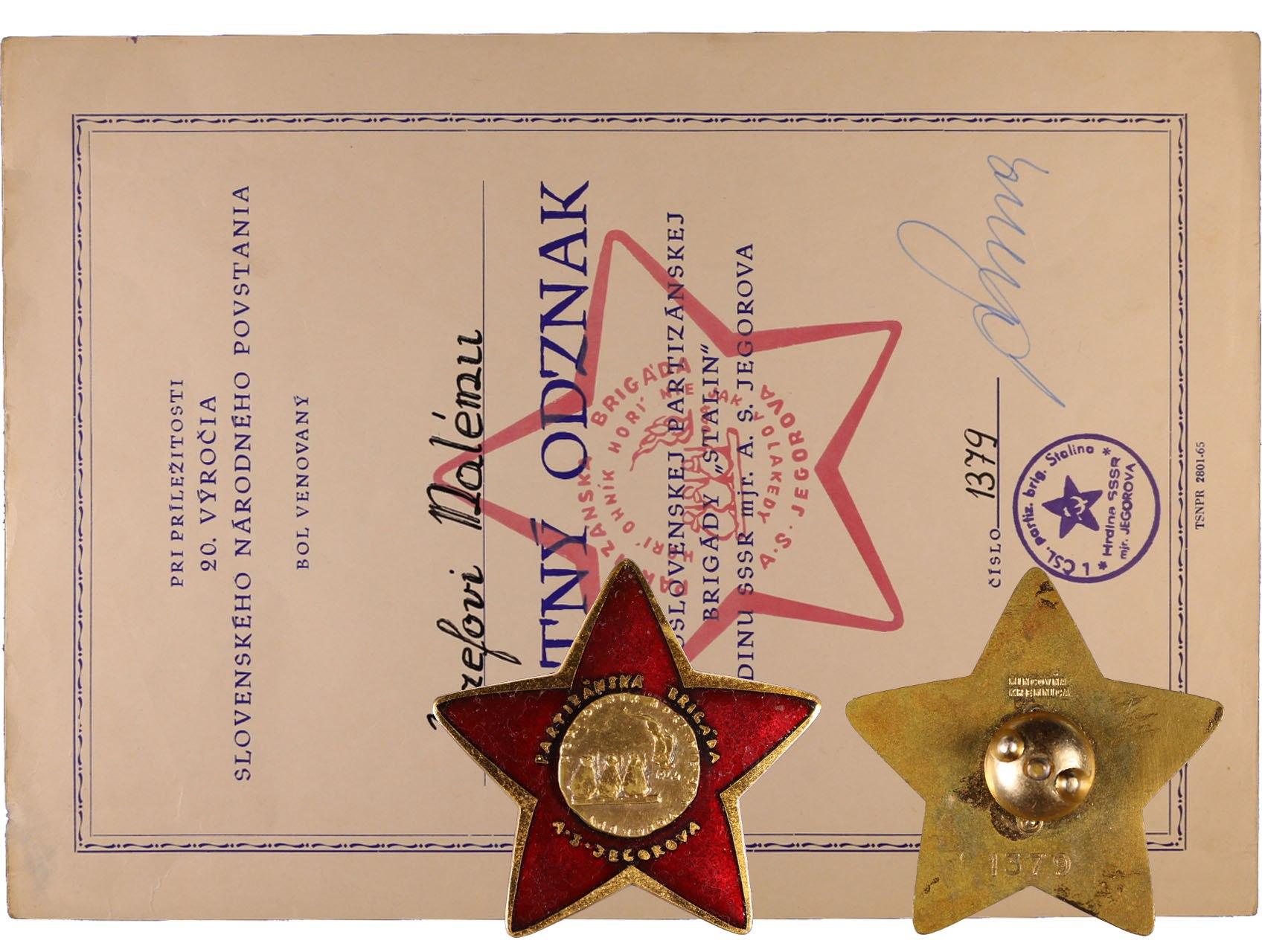 Pamětní odznak I. Stalinovy partyzánské brigády č.1379 s udělovacím dekretem, na reversu značka výrobce Mincovna Kremnica, uchycení na šroub, VM 134