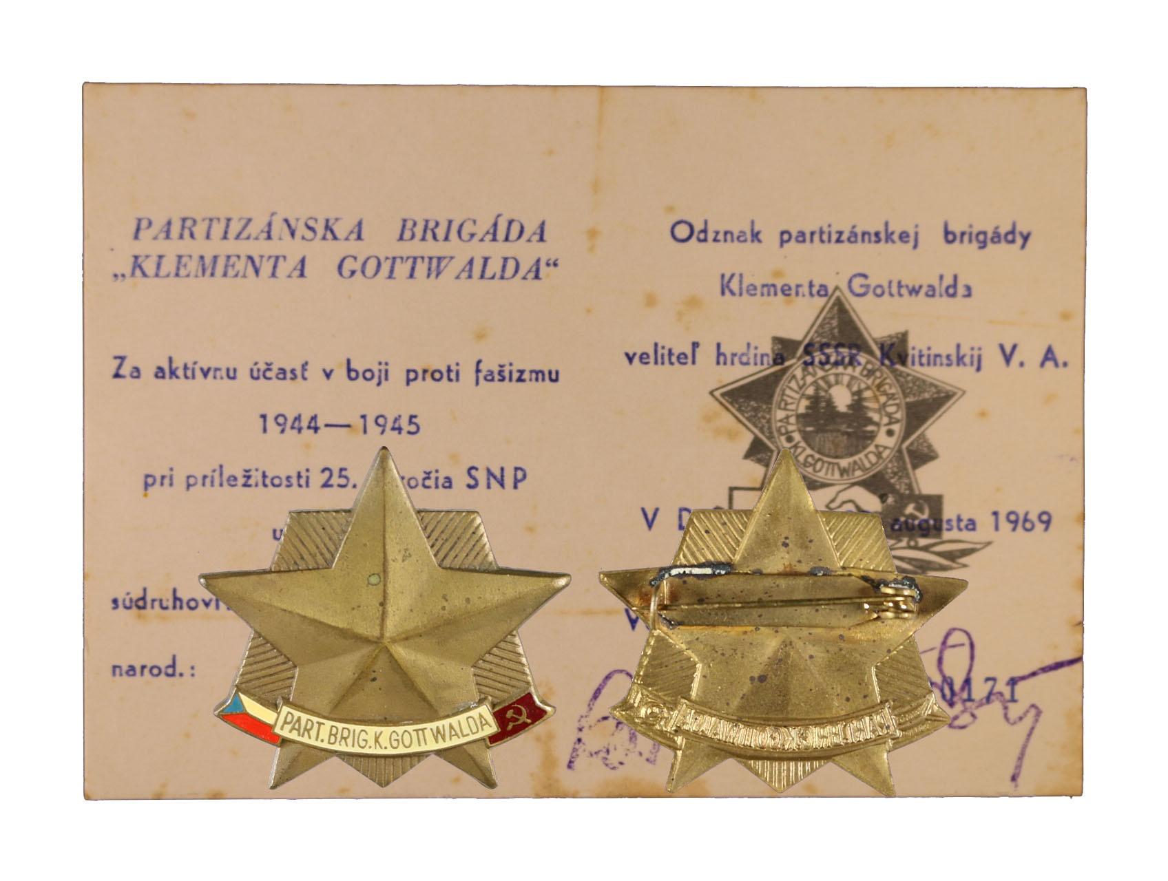 Pamětní odznak partyzánské brigády Klementa Gottwalda s udělovacím dekretem číslo 171, udělen k 25. výročí SNP 23. 8. 1969