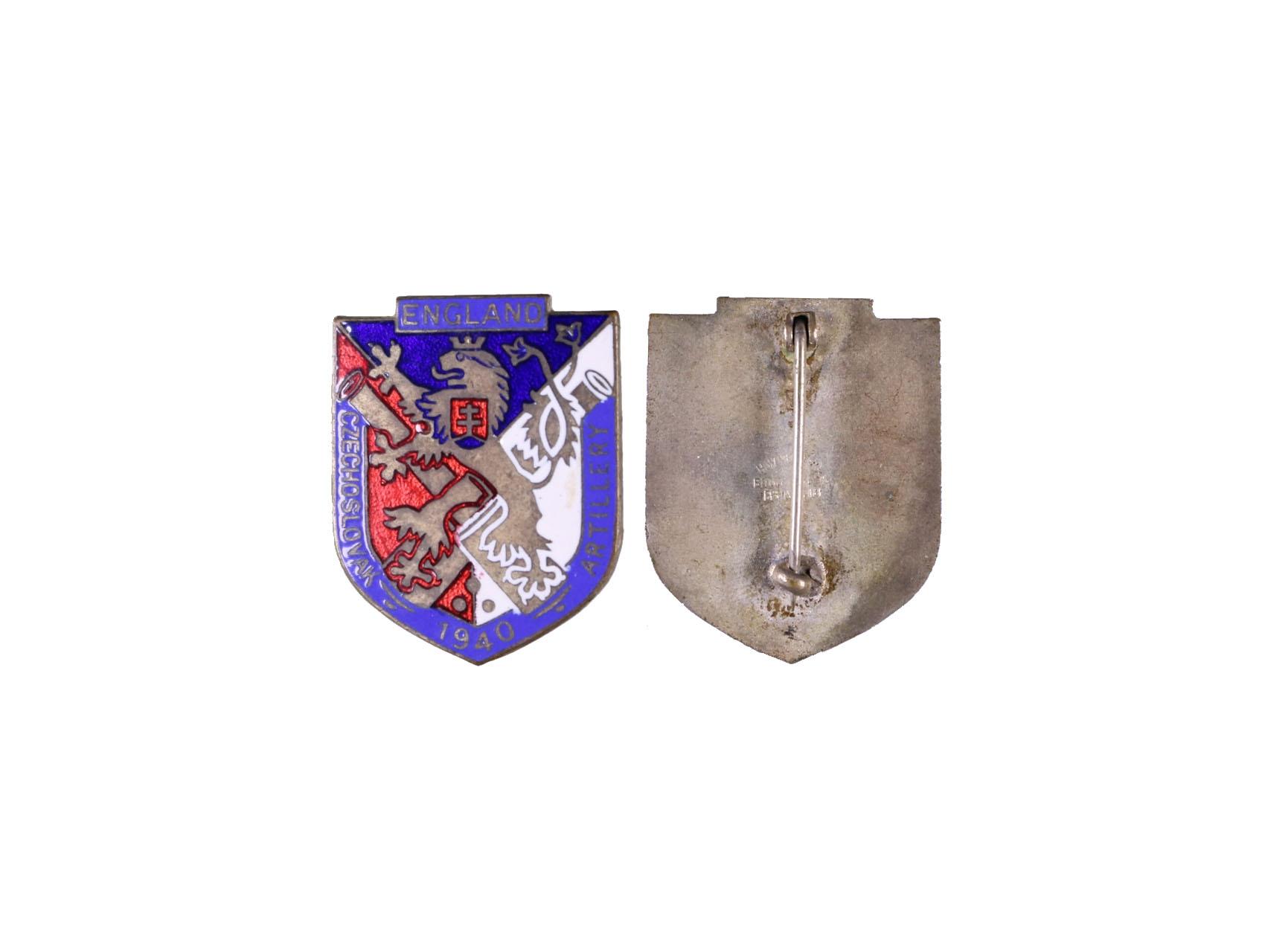 Pamětní odznak čs. dělostřelců v Anglii 1940, smaltovaný, výrobce H.W.Miller Velká Británie, obecný kov postříbřený, smalty, rozměry 34,5x28 mm