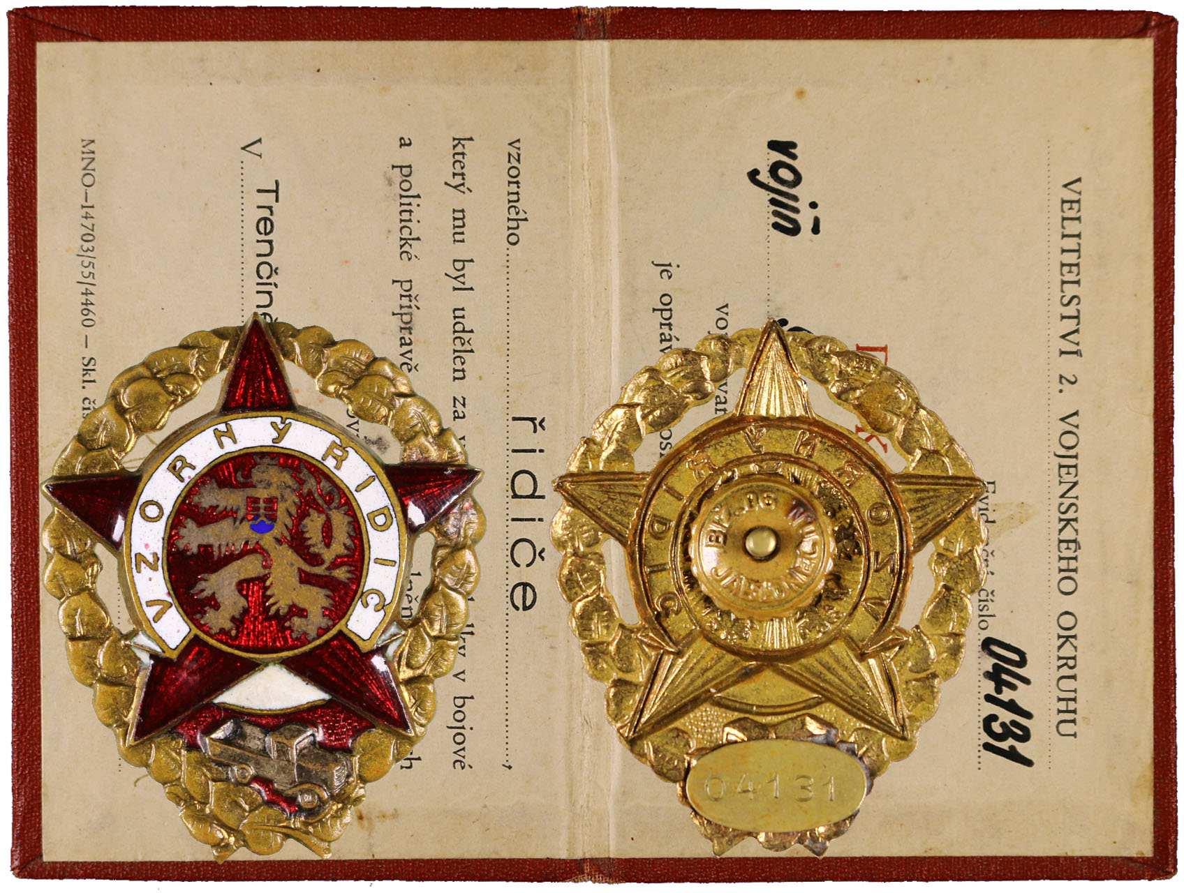 Odznak Vzorný řidič č. 04131 s průkazkou, udělení 6. 10. 1956