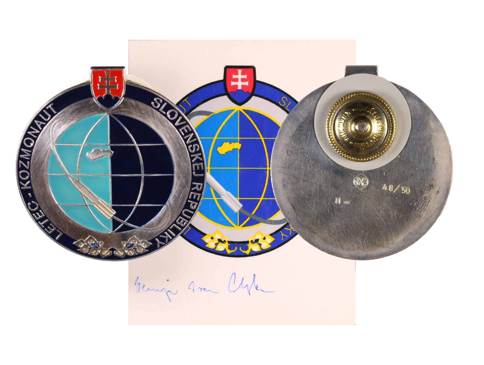Odznak Letec-kosmonaut Slovenské republiky č.48/50, punc Ag, značka výrobce MK (Micovna Kremnica), původní etue