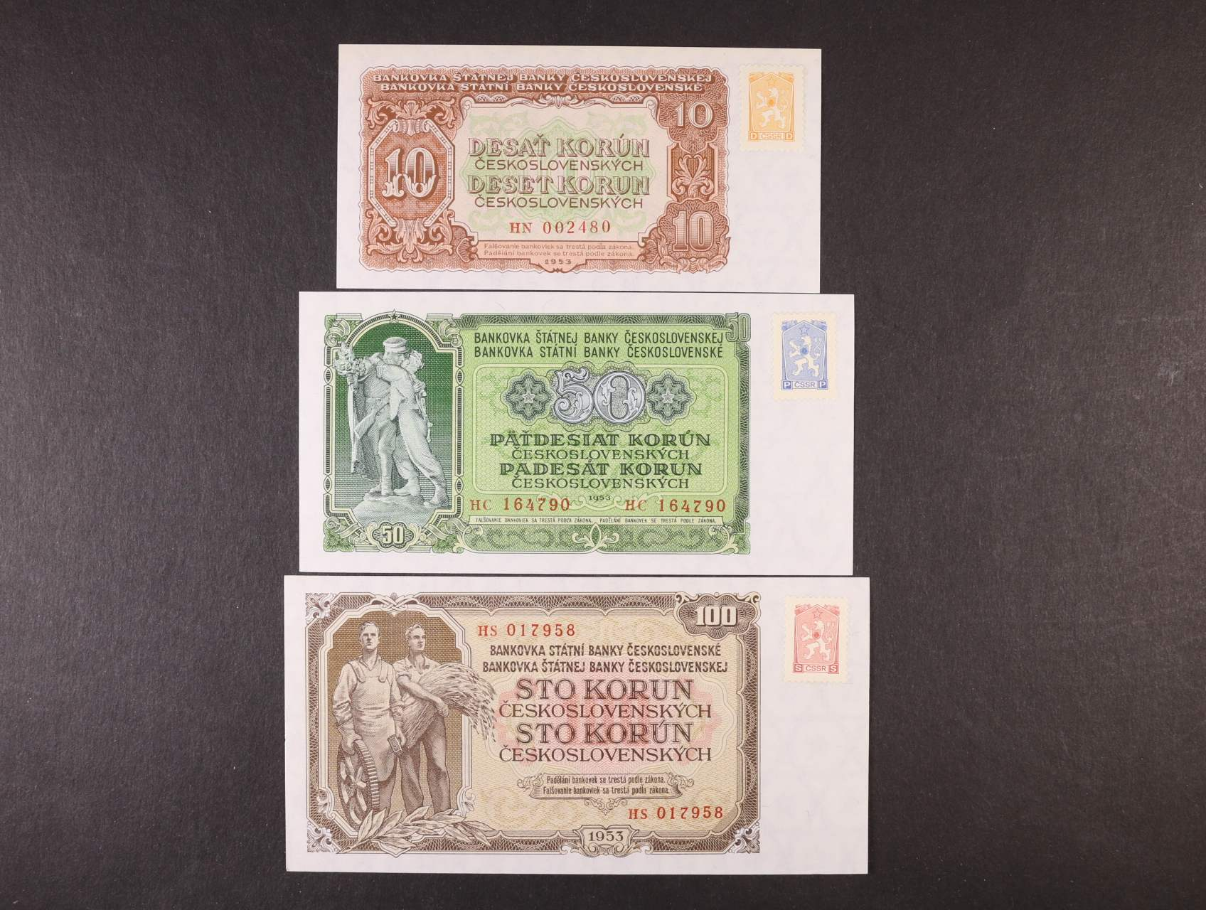 sada nevydaných kolků vzoru 1962 s ozn. D, P, S, nalepené na bankovách 10 Kčs, 50 Kčs a 100 Kčs 1953, jedna z teoretických možností dobového použití
