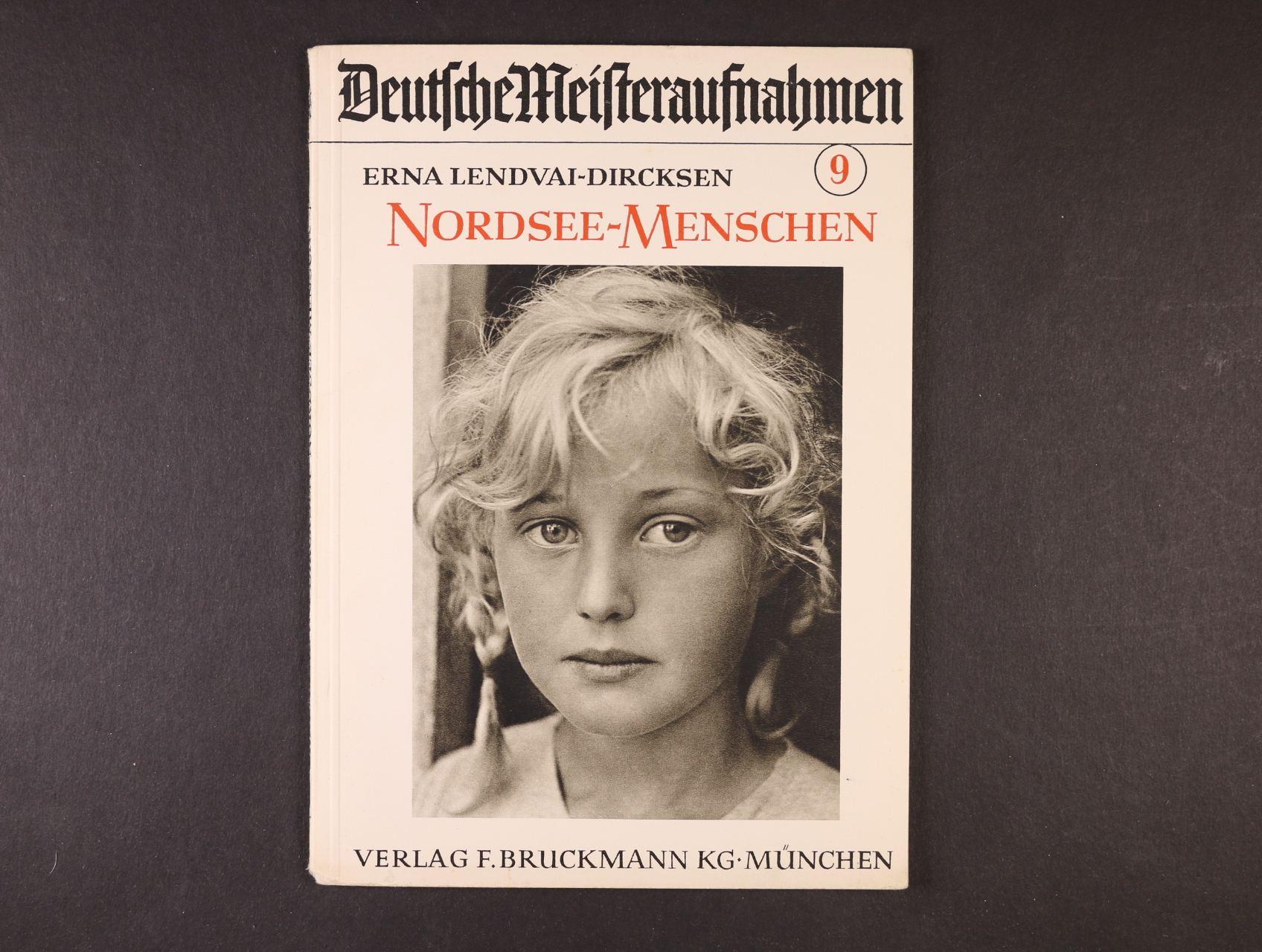 brožura Deutsche Meisteraufnahmen - Erna Lendvai Dircksen - Nordsee Menschen (1937) s fotografiemi, na titulní straně fotografie dívky