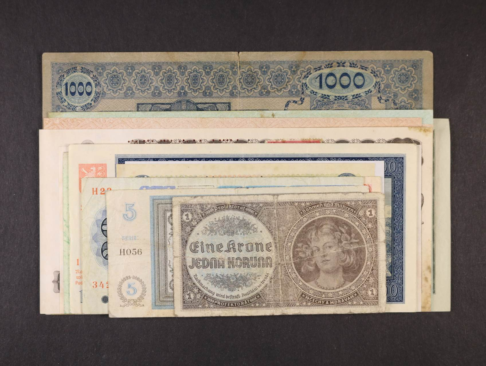 sestava 19 ks bankovek Československa, Protektorátu, České a Slovenské Republiky