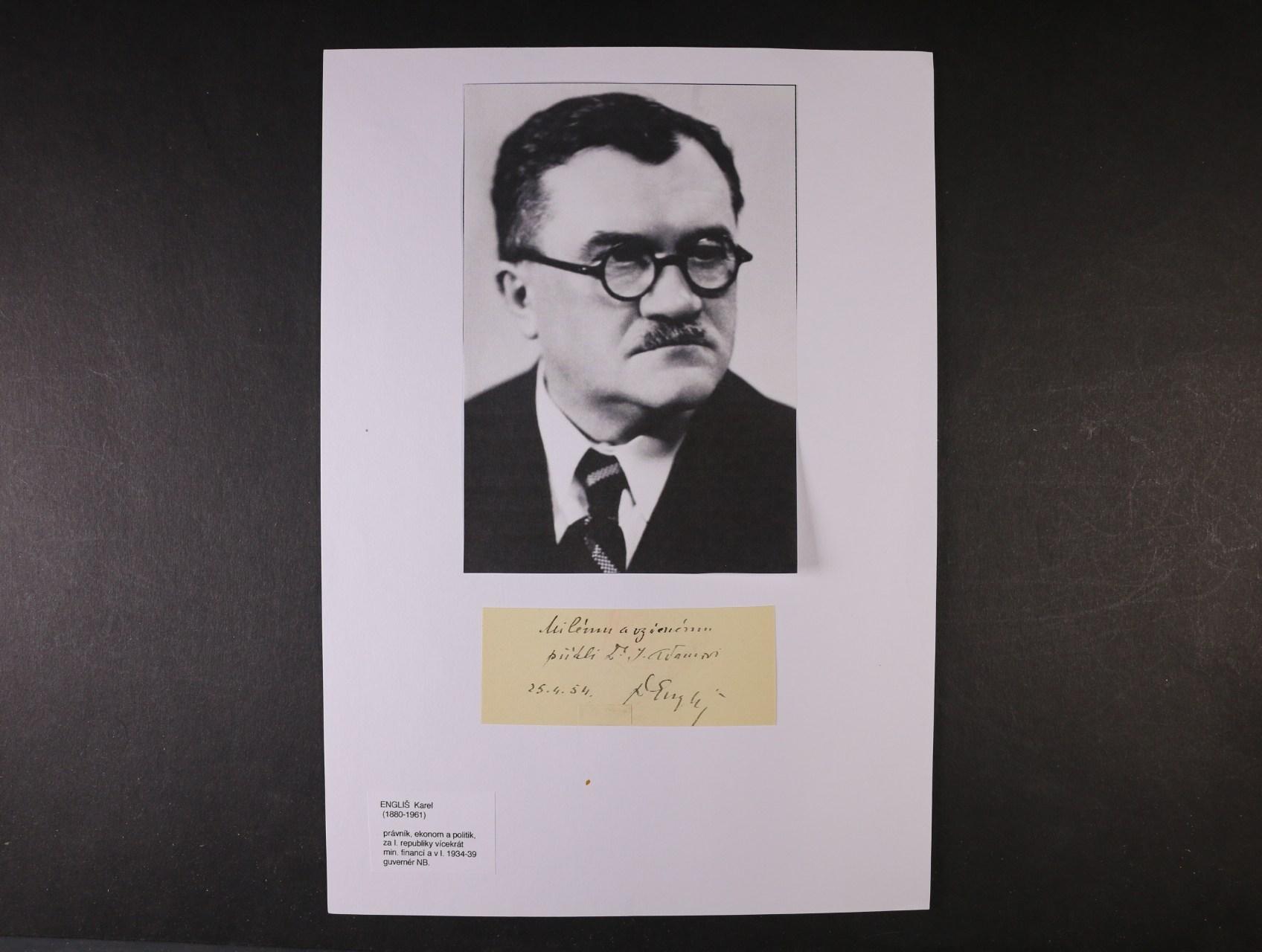 Engliš Karel 1880 - 1961, právník, ekonom a politik, ministr financí a guvernér nár. banky v letech 1934 - 9 - kartička s věnováním a vlastnoručním podpisem s datací 25.4.54