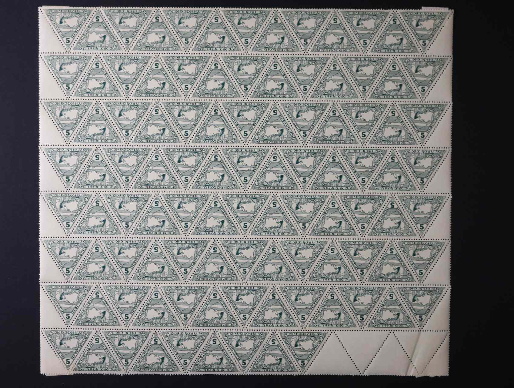 zn. Mi. č. 218 v kompl. 100kusovém archu s kupony, na několika známkách nálepka